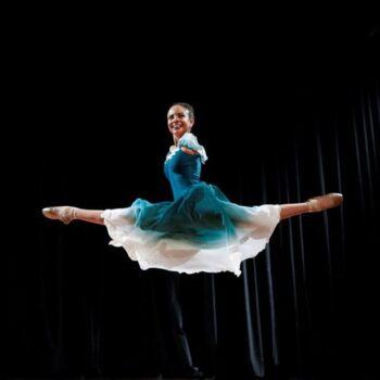 Μια 16χρονη μπαλαρίνα χωρίς χέρια σαρώνει τα social media