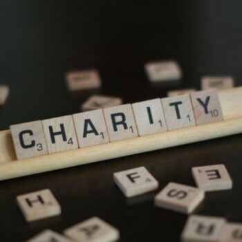 Δωρεές 2,7 δισ. δολαρίων από την ΜακΚένζι Σκοτ